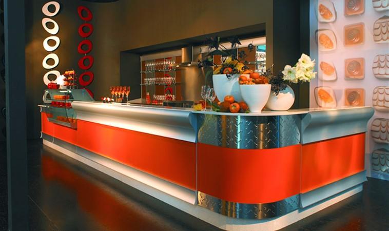 Arredo bar arredamento per bar banconi bar for Arredamento per parrucchieri usato